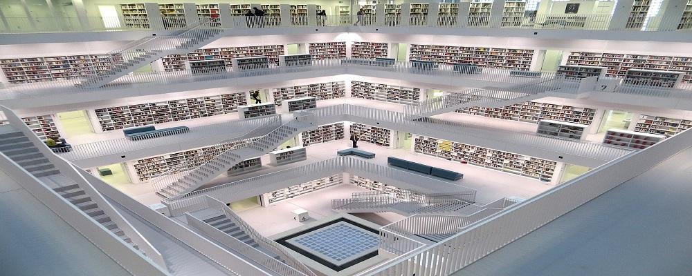 Licitación pública Málaga mobiliario destino fondos bibliográficos