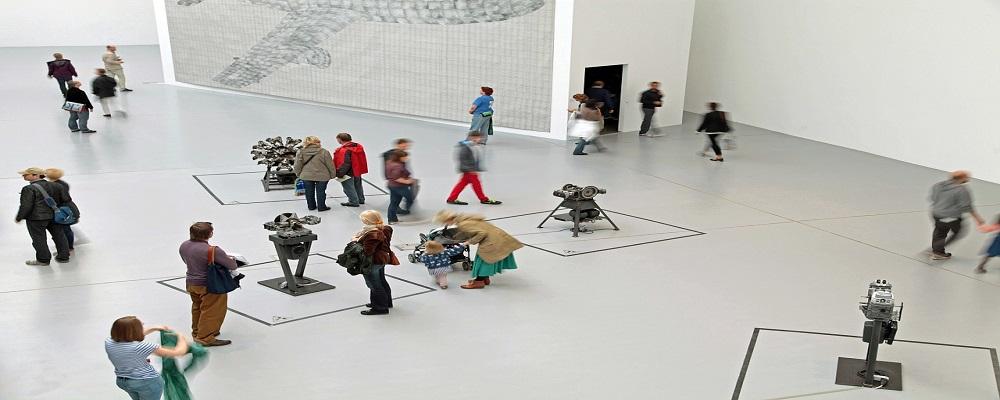 Licitación elementos de gráfica de exposiciones temporales en Tabacalera Promoción del Arte, Madrid