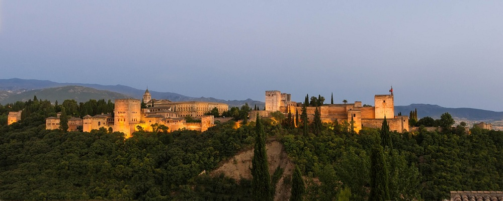 Licitación planificación y compra espacios publicitarios para promoción Granada en revistas In Flight