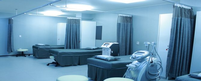 Licitación mamparas separación para hospitales de la Agencia Sanitaria Bajo Guadalquivir, Andalucía